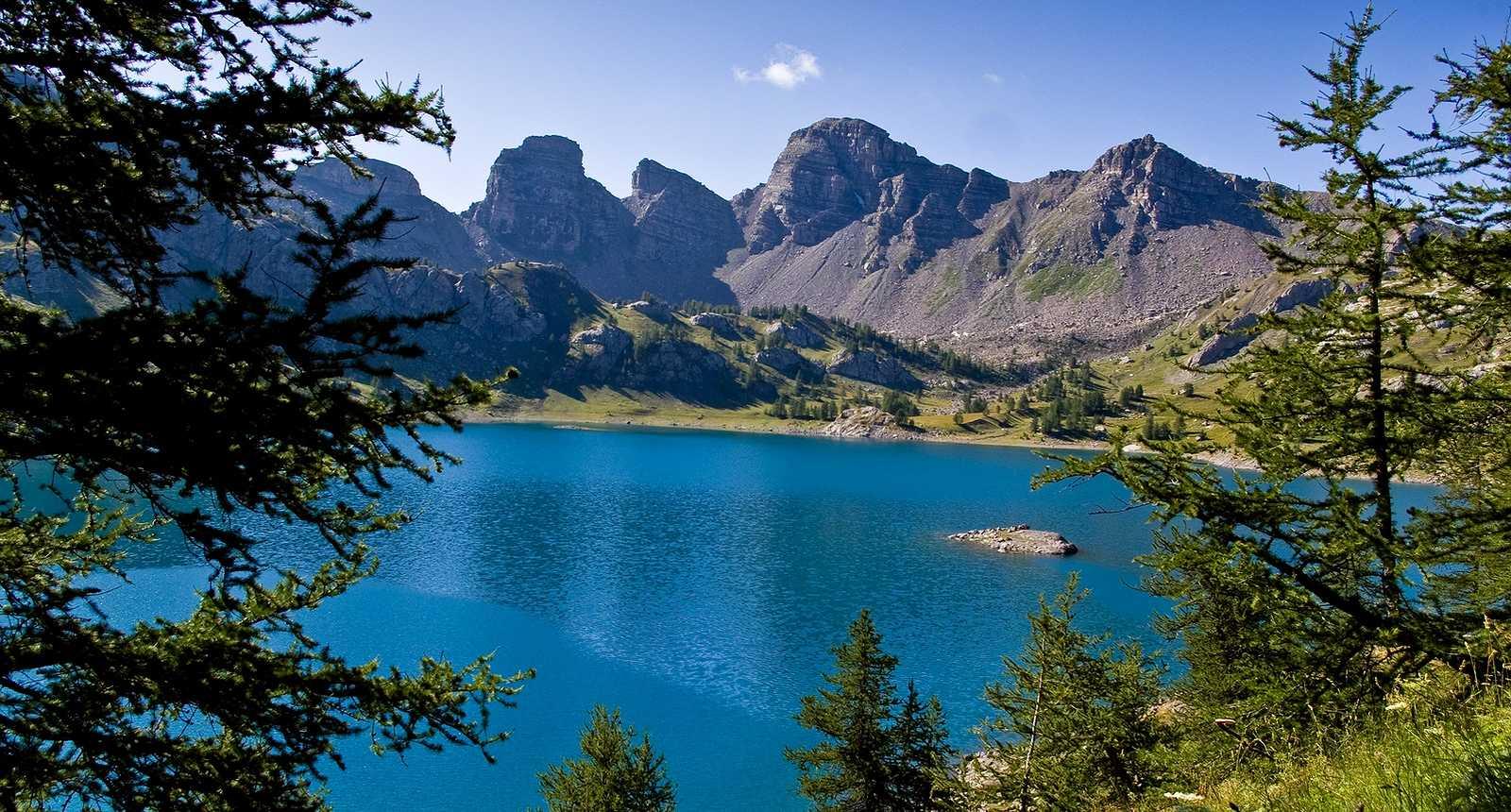4 le lac d allos dans le parc naturel du mercantour